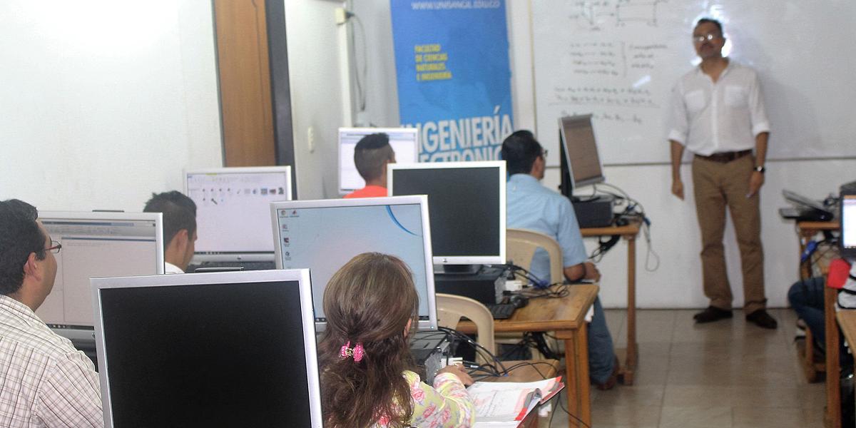 Docente mexicano dicta curso en sede yopal for Curso concurso docente 2016